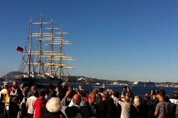 Le Krusenstern a largué les amarres ce lundi matin pour rejoindre l'Italie pour la suite de la Tall Ships Regatta qui relie Barcelone à la Spezia.