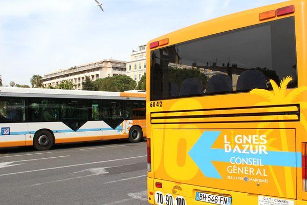 Un chauffeur de bus du réseau Lignes d'Azur est accusé par une internaute d'accident et délit de fuite.