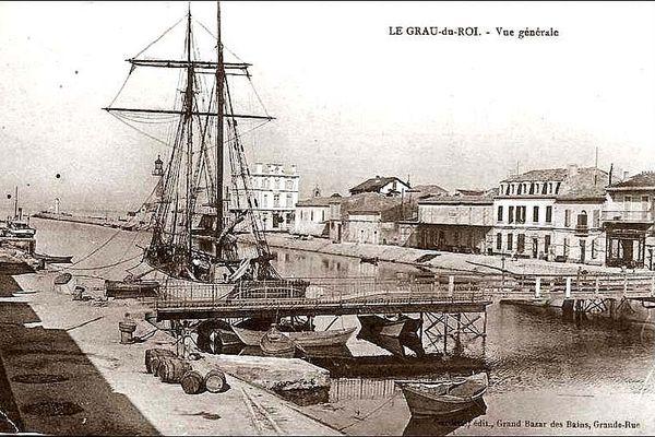 Deux-mâts à l'entrée du Grau-du-Roi dans les années 1900