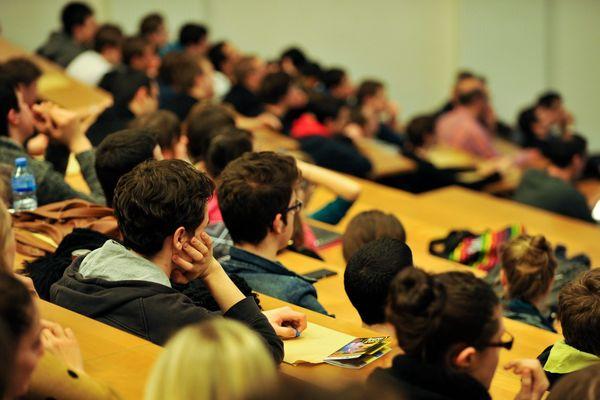Le gouvernement annonce une aide de 200 euros pour 800.000 jeunes étudiants ou aux revenus précaires.