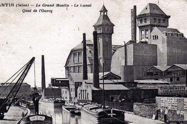 Carte postale du canal de l'Ourcq et les Grands Moulins. Ce site tait l'une des plus importantes minoterie de France. Par An étaient produites quelques 190 000 tonnes de farine au plus fort de son activité. A époque cette usine se démarquait par sa modernité.