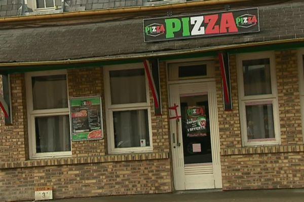 Un scellé déposé sur la porte de la pizzeria du Tréport, lieu du crime. Un établissement depuis définitivement fermé.