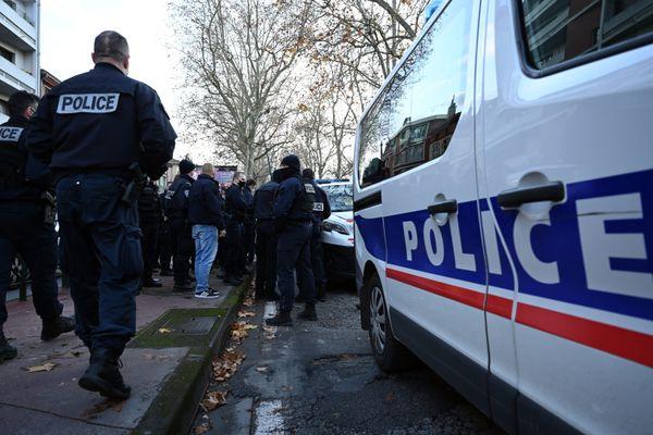 Les propos d'Emmanuel Macron font réagir les policiers partout en France, comme ici lors d'une manifestation à Toulouse, le 8 décembre.