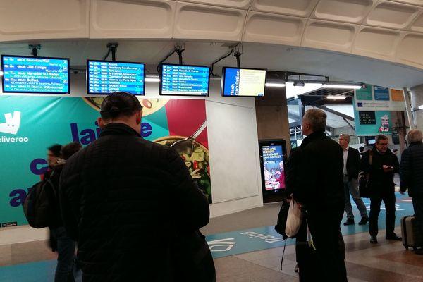 Gare Part Dieu à Lyon mercredi 10 avril 2019, les voyageurs doivent compter avec au moins 30 minutes de retard.