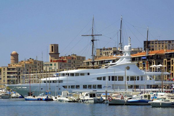 Qui n'a jamais rêvé d'une balade en yacht ? A Marseille, des startup proposent des yacht à la location pour moins de 500 euros