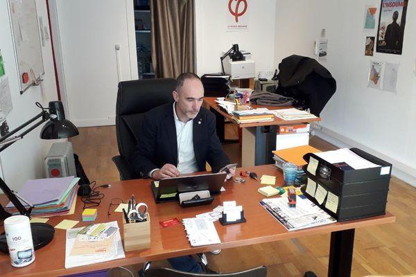 Loic Prud'homme dans son bureau ce dimanche 3 mars.