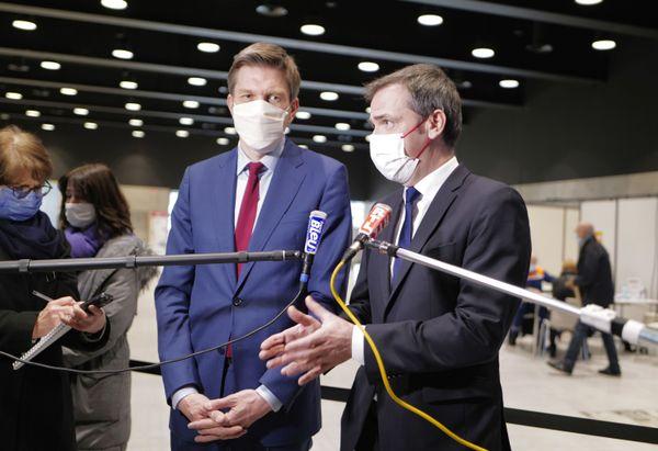 Le 25 février, le taux d'incidence s'élève à 308 en Moselle, 205 en Meurthe-et-Moselle et 179 sur le Grand Nancy. Olivier Véran, le ministre de la santé est venu à Nancy, le 20 janvier. Ici avec Mathieu Klein le maire de Nancy.