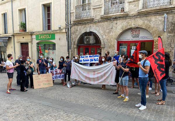 Les professeurs du collège des Escholiers devant le rectorat de Montpellier