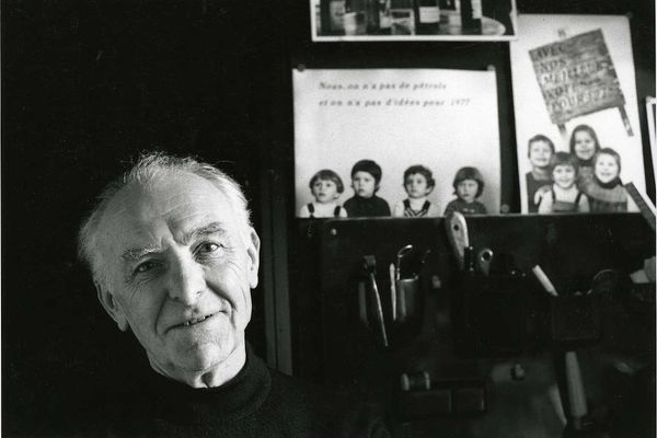 Robert Doisneau, dans son atelier à Montrouge (1992)