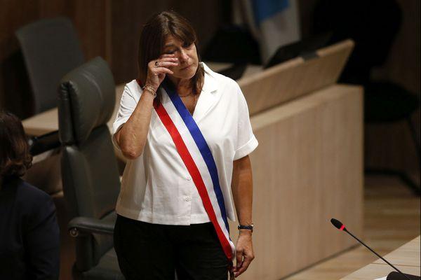 Les larmes de Michèle Rubirola, première femme maire de Marseille, après avoir reçu l'écharpe tricolore