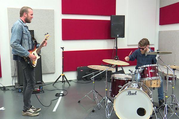 Evreux le 10 juin 2020- Deux musiciens  du groupe Resow en répétition au Kubb d'Evreux