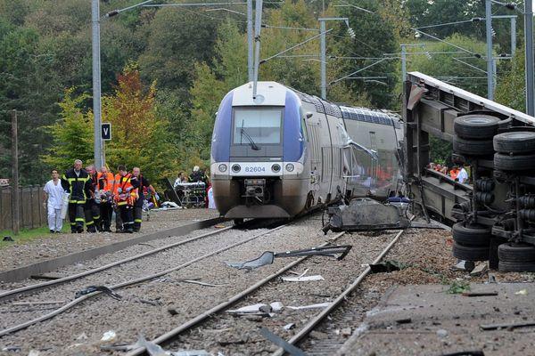 Le 12 octobre 2011 à Saint-Médard-sur-Ille, un train TER a percuté un camion à un passage à niveau. Bilan : trois morts et 61 blessés.