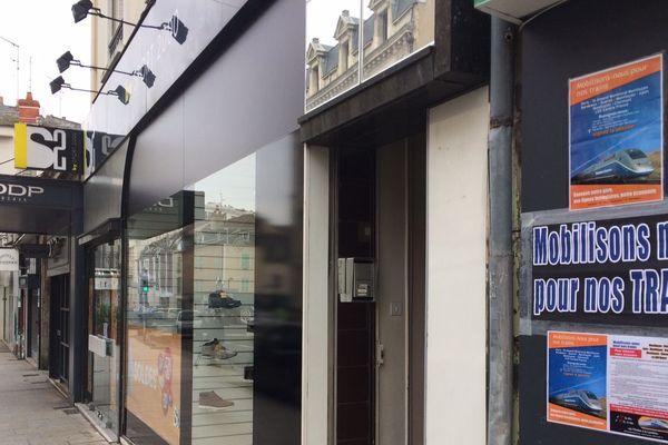 A Montluçon le 1er février, 55 commerçants ont fermé leur magasin pour défendre leurs trains. La ligne Montluçon/Paris n'est toujours pas électrifiée et les temps de trajet sont trop longs pour les usagers.