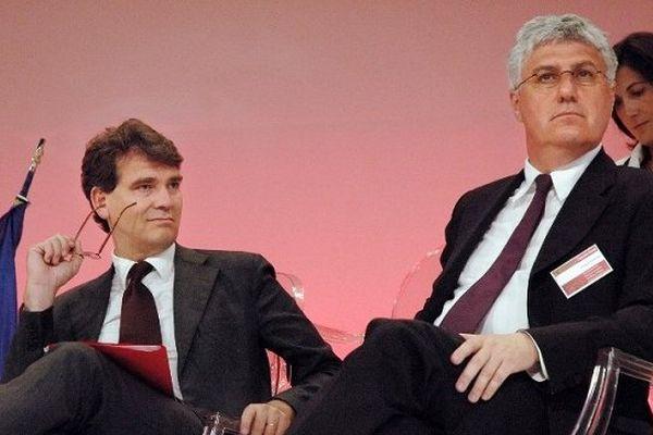 """Les députés socialistes Arnaud Montebourg et Philippe Martin participent, le 23 juin 2008 au Grand Rex à Paris, à """"l'assemblée générale des parlementaires socialites, radicaux, citoyens""""."""