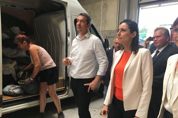La secrétaire d'Etat à la Transition écologique Brune Poirson en visite au Relais 23, une entreprise creusoise de collecte de vêtements.