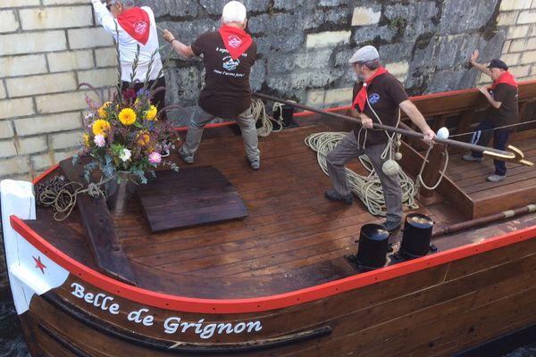 La Belle de Grignon, péniche berrichonne dans le port de Grignon