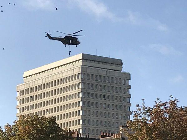 Quatre commandos sont descendus en rappel sur le toit de la CPAM