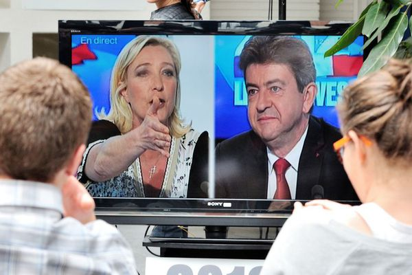 Marine Le Pen et Jean-Luc Mélenchon débattent lors de la campagne des législatives de 2012