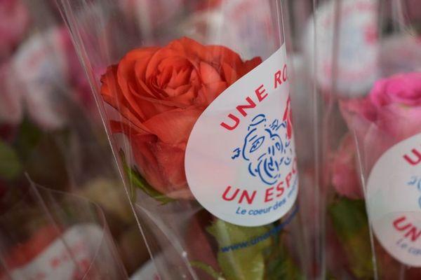 Pour ce dernier week-end d'avril, les motards de toute la France vont faire du porte à porte, pour vendre des roses au profit de la Ligue contre le cancer.