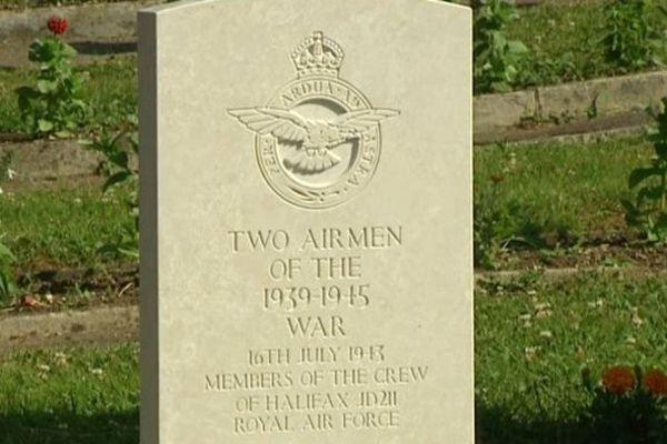 La stèle des aviateurs britanniques de l'Halifax JD211, qui s'est crashé à Besançon en juillet 1943.