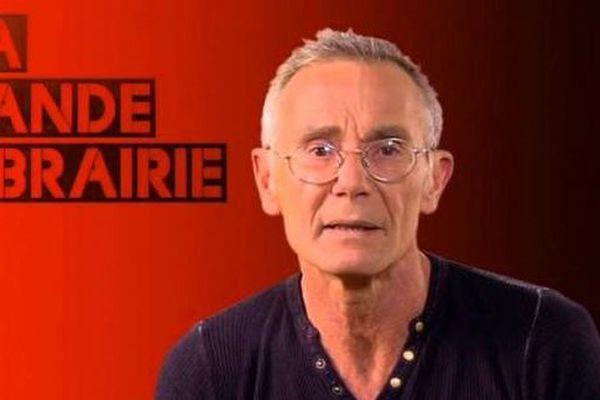 L'écrivain est né à Lille en 1960.