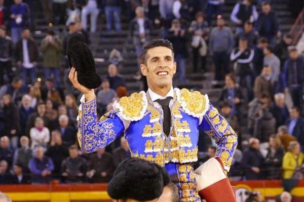 """La grande faena de Talavante a lancé la """"nit del foc"""" (La nuit du feu) à Castellón. Toute une ville en fête!"""
