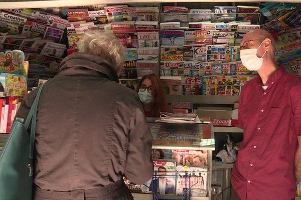 Les kiosquiers ont retrouvé le sourire sous le masque, avec le retour de la distribution des journaux dans le département après plus de quatre mois d'arrêt.