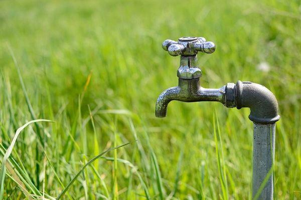 Restrictions d'eau face au risque de sécheresse.