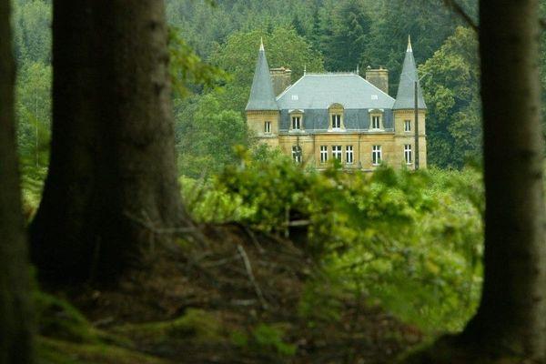 Le château du Sautou à Donchery (Ardennes), en 2004.