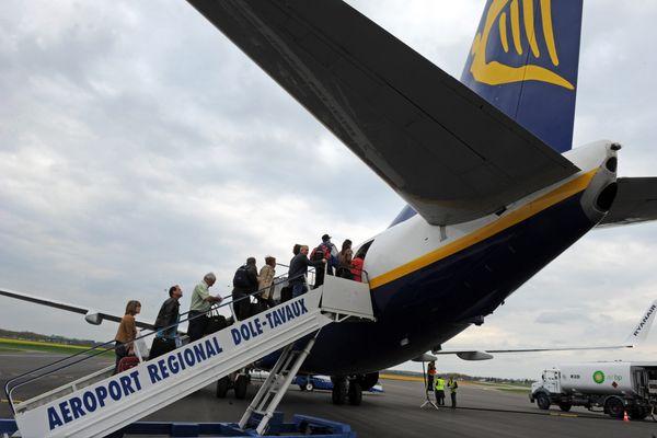 Un avion de la compagnie Ryanair sur le tarmac de l'aéroport de Dole.