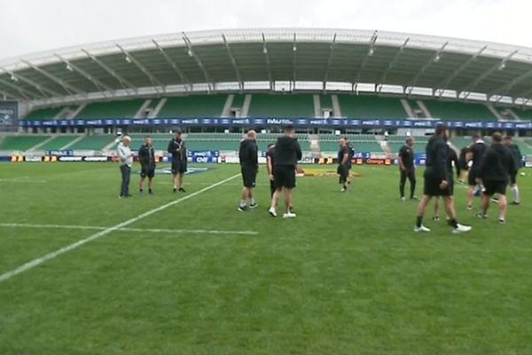 C'est sous un temps maussade et avec un peu de retard que les joueurs brivistes ont foulé ce samedi la pelouse du Hameau avant leur finale contre Bayonne, dimanche 25 mai à 14h00.