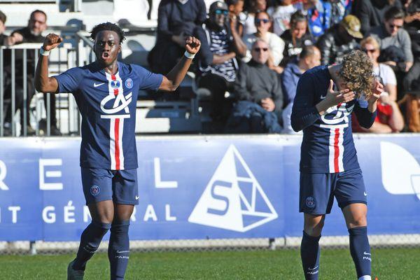Arnaud Kalimuendo (à gauche) devrait être aligné à la pointe de l'attaque parisienne ce jeudi soir à Lens.