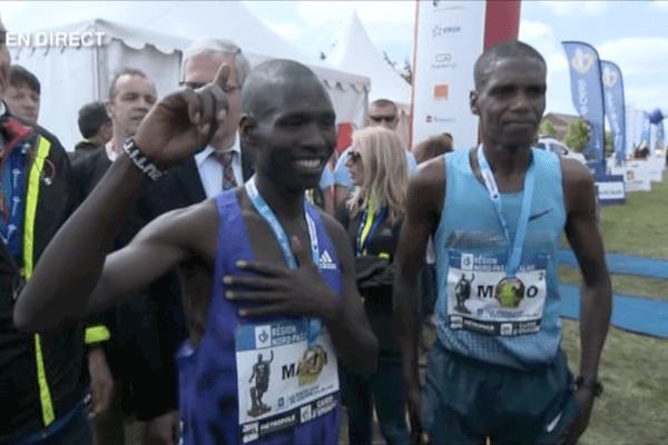 Route du Louvre 2015 : les deux premiers. A gauche, le vainqueur Masai