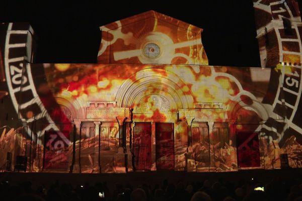 Le spectacle son et lumière retrace l'histoire de l'amour américain pour cet édifice de 900 ans