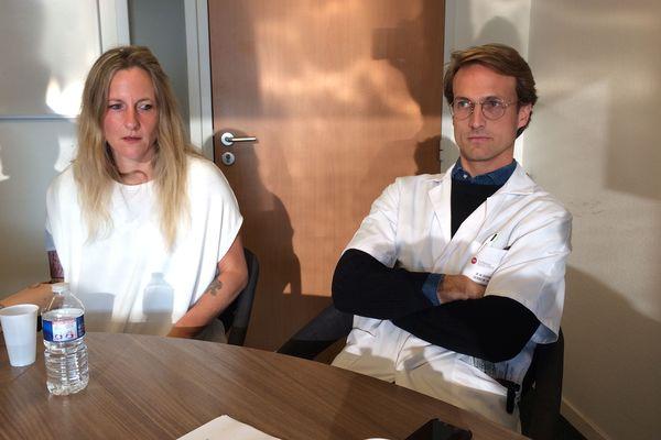 Priscille Deborah et le chirurgien Edward de Keating Hart qui réalisera avec une équipe cette première médicale à Nantes