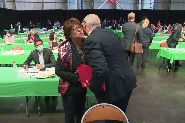 Martine Aubry et Damien Castelain se saluent avant l'élection du président de la MEL