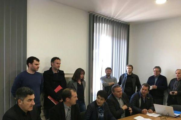 Lundi 20 février, à Bastia la présidente de l'AUC, les représentants d'EDF, de l'ADEME et des installateurs.