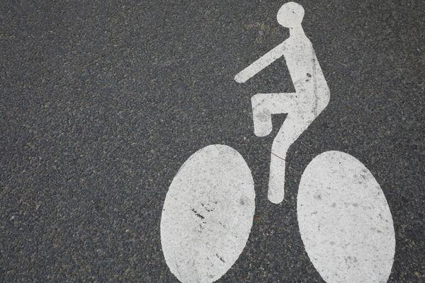L'axe est-ouest du Réseau express vélo (REVe) s'inscrit dans le cadre du Plan vélo, voté en 2015 par le Conseil de Paris.
