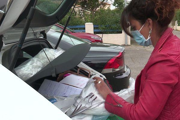 """Deux infirmières de """"Secours infirmiers"""" organisent la distribution des COVID bags à Montpelllier."""