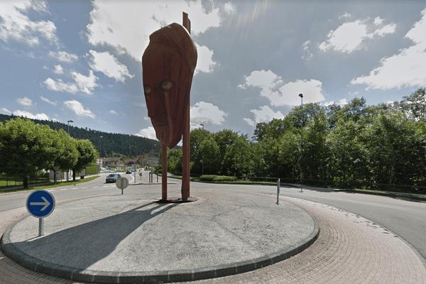 Ce rond-point a été créé en 1998 par Bernard Paul.