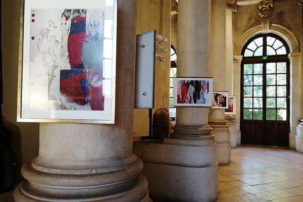 """Quand le projet moderne """"Graffiti Folly"""" photographié par Allen S. Weiss, s'affiche au coeur de la résidence historique."""