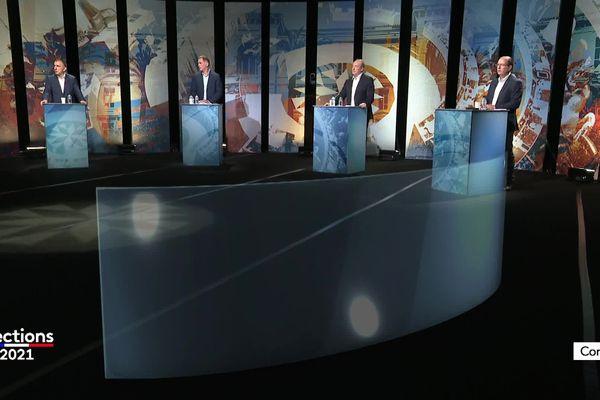 Les quatre candidats qui ont gagné leur place au second tour devront convaincre les électrices et les électeurs.