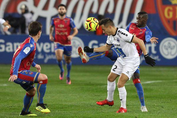 Niort s'est imposé 1-0 à la 93e sur la pelouse d'Ajaccio