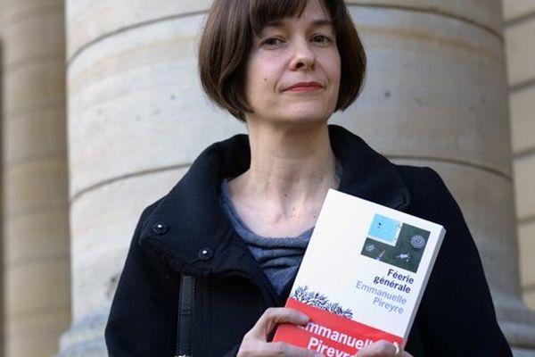 Emmanuelle Pireyre, prix Médicis 2012, devant le théâtre de l'Odéon, le 6/11/2012