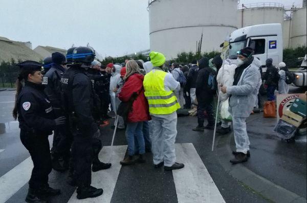 L'évacuation des Faucheurs volontaires du port de commerce de Brest s'est déroulé dans le calme