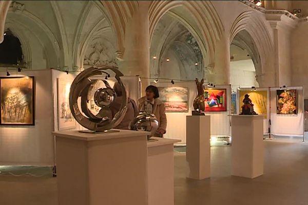L'église St-Sauveur de Caen accueille une partie du 91ème salon des artistes en Normandie.