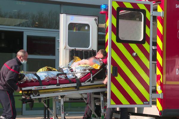 Evacuation d'une élève par les sapeurs-pompiers.