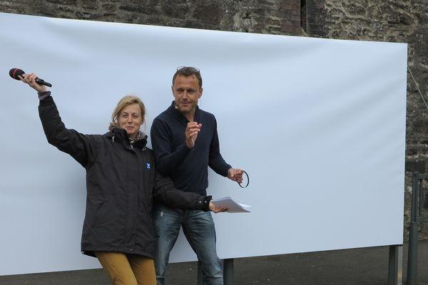 Emmanuel Chaunu (avec Emile Flahaut) prêt à dessiner sa fresque en direct dans l'émission spéciale de France 3 samedi 11 mai à 15h20