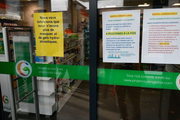 L'accès en pharmacie est limité à 5 ou 6 personnes à la fois.