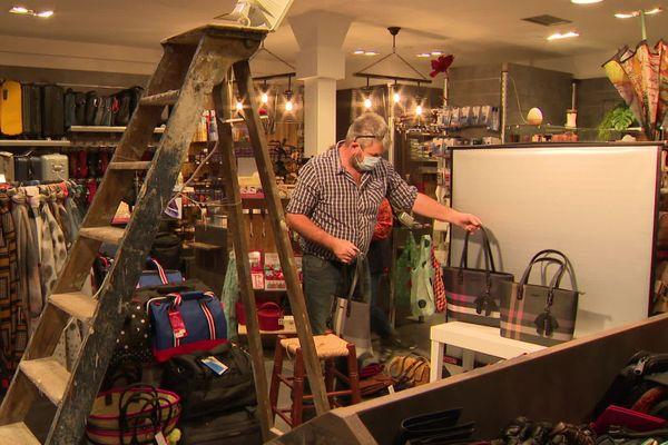 Le studio photo un brin improvisé de Christelle et Philippe Flèches, commerçants indépendants de Montceau-les-Mines